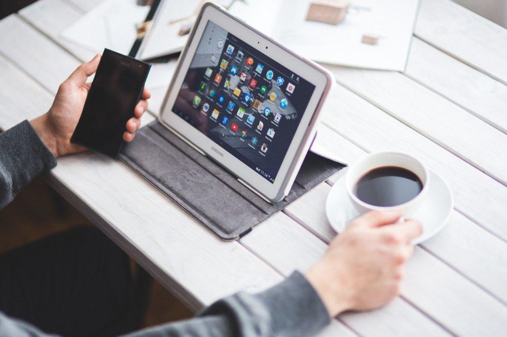 Tablet und Handy - Symbolbild